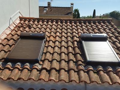 Volet roulant de toiture solaire