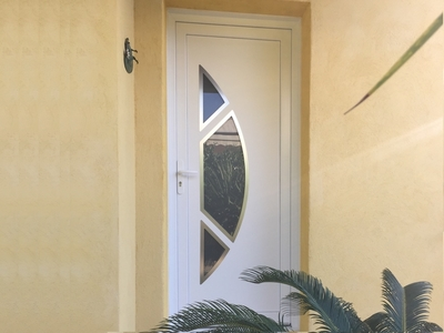 Porte d'entrée demi-lune avec contour inox